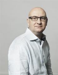 Brijs-Stefan-©foto-Annaleen-Louwes-portret-licht-overhemd-klein.jpg